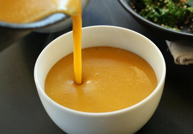 serviranje bučne juhe